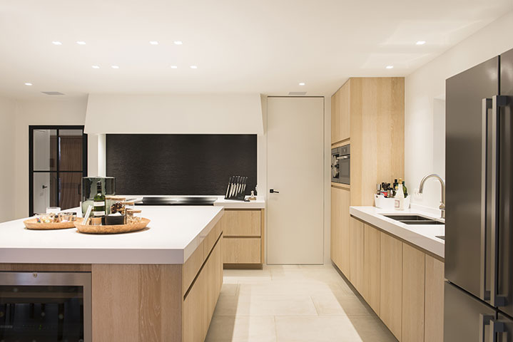 Stijlvolle woning te rijmenam keukens uytterhoeven for Hedendaags interieur